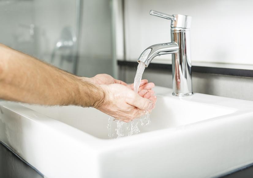 trinkwasser t gliche kniffe gegen verschwendung und verschmutzung verbraucherzentrale nrw. Black Bedroom Furniture Sets. Home Design Ideas
